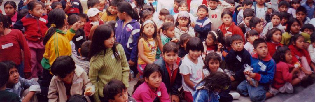 niños y niñas en comedor social Santa Anita en Lima 2011