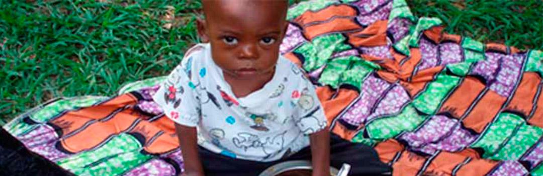bebé en hospital para niños en República Democrática del Congo