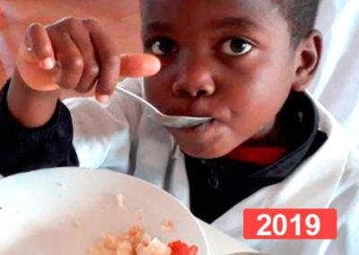 Derecho a la alimentación y material escolar para un colegio en Quibala