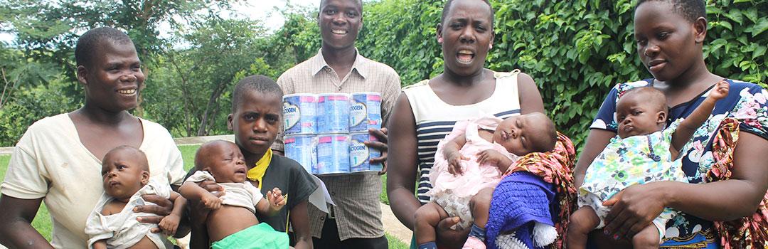familia en Benga con alimentos para nutrición infantil