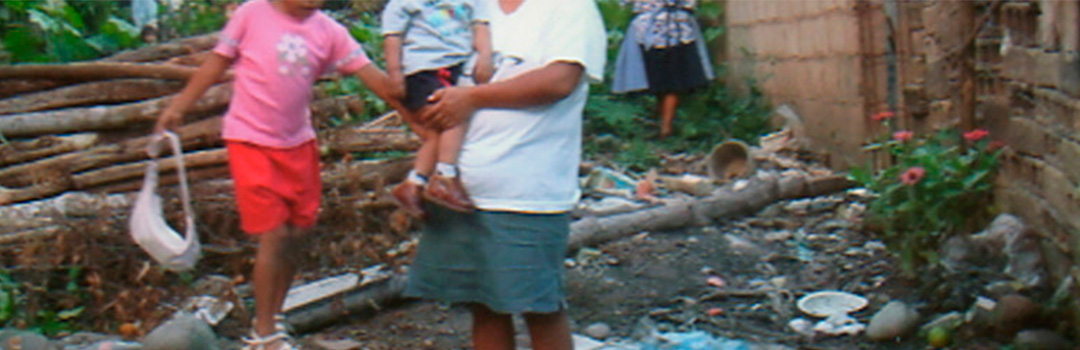 familia en proyecto solidario en San Ramón, Perú