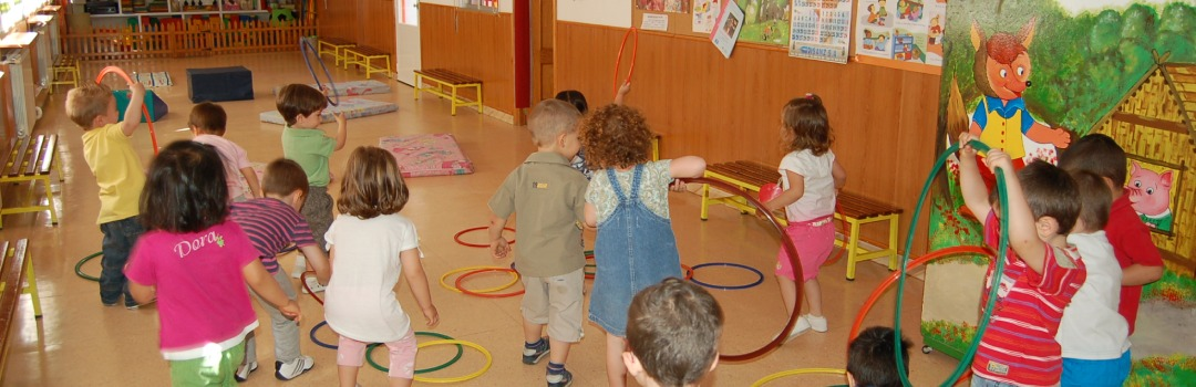 niños y niñas jugando en el espacio del programa EMMA