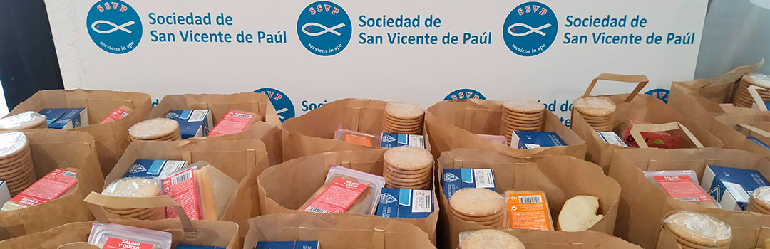 bolsas de comida en el comedor social Santiago Masarnau