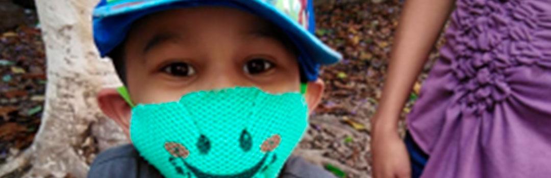 niño con mascarilla en proyecto infantil en Tegucigalpa