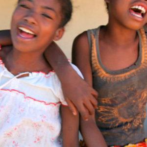 Construcción de aula en escuela de Tulelar. Madagascar
