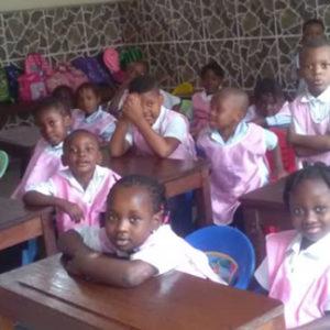 Dotación de materiales a la escuela infantil Carolina Baron 2 de Kinshasa