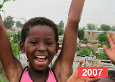 Derecho a la educación: material escolar y reparación de escuela, Gabón.