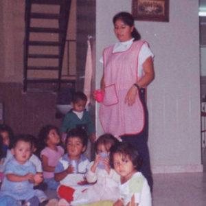 Ayuda infantil con material para escuela en Colombia